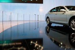 Carro luxuoso em uma sala de exposições Fotografia de Stock Royalty Free