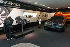 carro luxuoso Mercedes-AMG E63 S4MATIC T-Modell e o motor AMG 63 M156 6 do Meados de-tamanho 2 LITROS V8 Foto de Stock