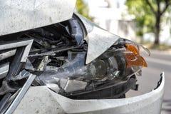 Carro na borda da estrada após um acidente imagem de stock