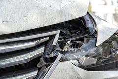 Carro na borda da estrada após um acidente fotos de stock royalty free