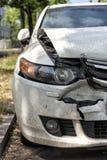 Carro na borda da estrada após um acidente imagens de stock royalty free