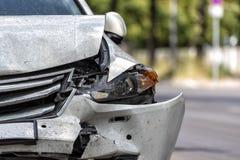 Carro na borda da estrada após um acidente foto de stock royalty free