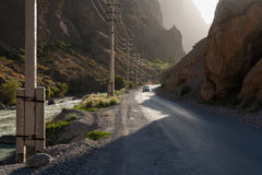 Carro na estrada da montanha Imagem de Stock Royalty Free