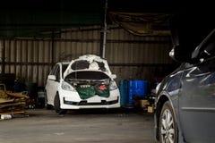 Carro na garagem Imagem de Stock