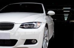 Carro na garagem de estacionamento Imagens de Stock