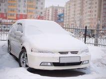 Carro na neve imagem de stock royalty free