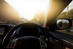 Carro na opinião da estrada do interior do carro Imagem de Stock