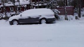 Carro nevado em Finlandia fotografia de stock