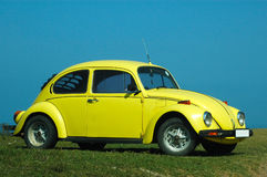 Carro no amarelo Imagens de Stock