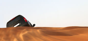 Carro no deserto Foto de Stock Royalty Free
