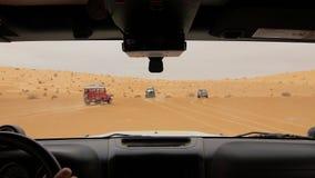 Carro no deserto de Sahara, motorista pov da câmera filme