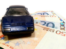 Carro no dinheiro Foto de Stock Royalty Free