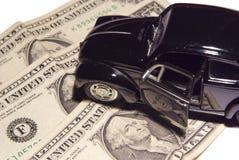 Carro no dinheiro fotografia de stock royalty free
