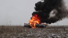 Carro no fogo, carro de queimadura em The Field filme