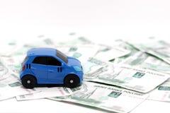 Carro no fundo das contas, rublos nomiaal do dinheiro 1000, carro no fundo do dinheiro imagens de stock royalty free
