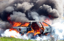 Carro no incêndio Fotos de Stock Royalty Free