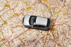 Carro no mapa Imagem de Stock Royalty Free