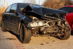 Carro novo danificado em um acidente. Foto de Stock Royalty Free