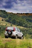Carro Offroad em montanhas de Apuseni Foto de Stock