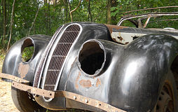 Carro oxidado abandonado Imagens de Stock