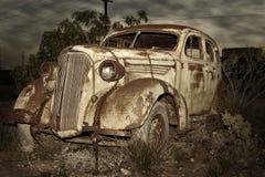 Carro oxidado velho fotografia de stock
