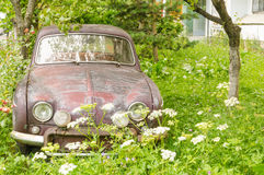 Carro oxidado velho imagens de stock