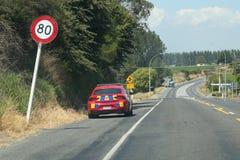 Carro-patrulha da polícia de Nova Zelândia perto de Rotorua, ilha norte, Nova Zelândia imagens de stock