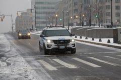 Carro-patrulha da polícia durante a queda da neve no Bronx New York Fotos de Stock Royalty Free