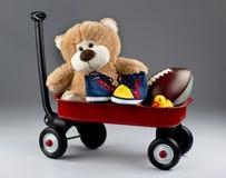 Carro por completo de juguetes Foto de archivo