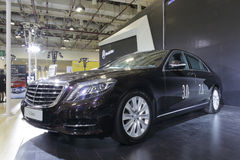 Carro preto da s-classe de Mercedes Imagens de Stock