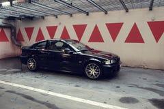 Carro preto na garagem, cupê de BMW E46 Fotos de Stock Royalty Free