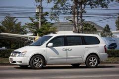 Carro privado de MPV, Kia Grand Carnival imagens de stock royalty free
