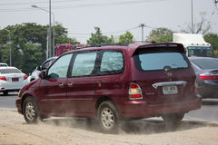 Carro privado de MPV, Kia Grand Carnival imagem de stock