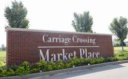 Carro que cruza Market Place, Collierville, Tennessee Fotos de archivo libres de regalías