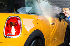 Carro que lava com sabão Fotos de Stock