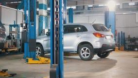 Carro que prepara-se para diagnósticos profissionais no auto serviço, fim acima Fotos de Stock