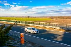 Carro que viaja na estrada no por do sol Foto de Stock Royalty Free