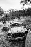 Carro quebrado em preto e branco Fotos de Stock Royalty Free