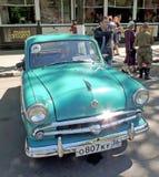 Carro retro da economia soviética do sedan Moskvitch 407 dos anos 60 Fotografia de Stock