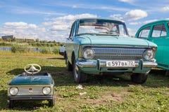 Carro retro do transporte do vintage isolado no branco Fotografia de Stock Royalty Free