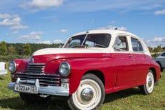 Carro retro do transporte do vintage isolado no branco Fotografia de Stock