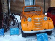 Carro retro Moskvich com a tabela técnica dos dados Fotos de Stock Royalty Free