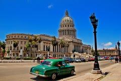 Carro retro velho em Havana, Cuba Fotos de Stock