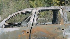 Carro roubado e queimado video estoque