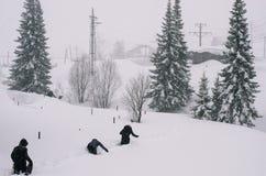 Carro sob a neve no inverno Imagens de Stock