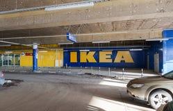 Carro subterrâneo que estaciona o shopping mega Fotografia de Stock