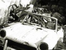 Carro superior macio velho sujo doidão da jarda de sucata Imagem de Stock