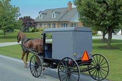Carro traído por caballo de Amish Fotos de archivo
