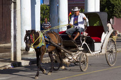 Carro traído por caballo en Camagüey, Cuba Imagenes de archivo