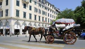 Carro traído por caballo en Corfú Imagen de archivo